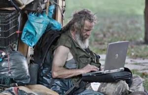 Seorang Pengemis lebih membutuhkan koneksi internet daripada sebuah rumah