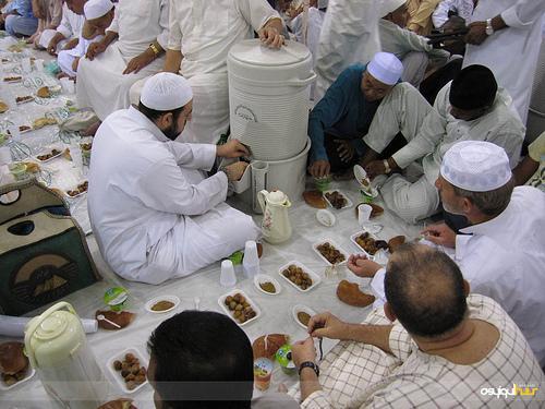 buka-puasa-di-masjid-Nabawi